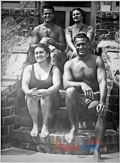 Чарльз Атлас с семьей