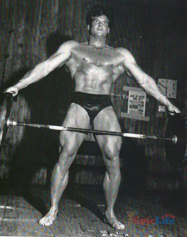 Стив Ривз