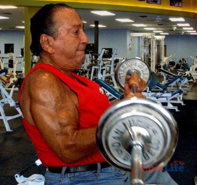 Дэн Лури тренируется